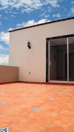 Casa Cuayantla: Casas de estilo colonial por Itech Kali