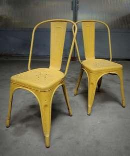 """Paire de chaises Tolix """"A"""" des années 50: Cuisine de style de style Industriel par Martin La Brocante"""
