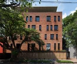 EGL 1916: Casas de estilo industrial por Alvaro Moragrega / arquitecto