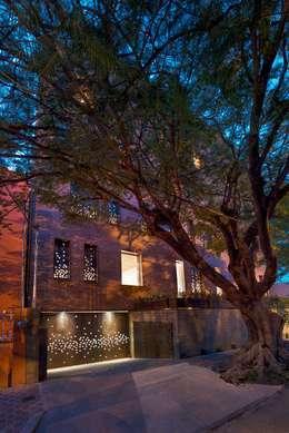 Casas de estilo industrial por Alvaro Moragrega / arquitecto