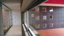 Casa Cuayantla: Ventanas de estilo  por Itech Kali