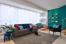 Salas / recibidores de estilo moderno por Estúdio 102
