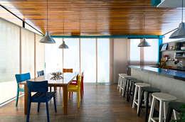 Cocinas de estilo moderno por Estúdio 102