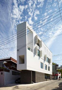 모서리집: 스마트건축사사무소의  주택