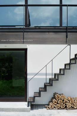 Projekty,  Korytarz, przedpokój zaprojektowane przez atelier137 ARCHITECTURAL DESIGN OFFICE