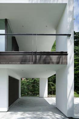 Projekty,  Garaż zaprojektowane przez atelier137 ARCHITECTURAL DESIGN OFFICE
