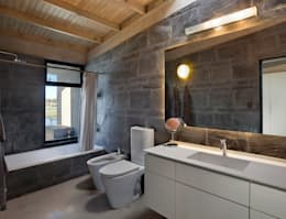 Projekty,  Łazienka zaprojektowane przez Ruben Valdemarin Arquitecto