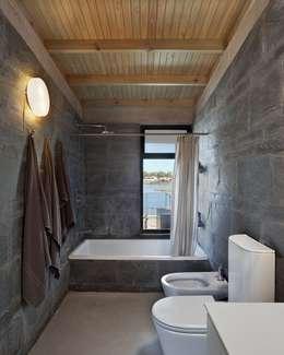 moderne Badkamer door Ruben Valdemarin Arquitecto