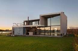 Casas de estilo moderno por Ruben Valdemarin Arquitecto