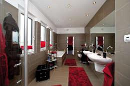 Salle de bains de style  par ELK Fertighaus GmbH