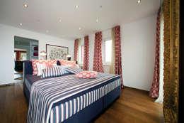 modern Bedroom by ELK Fertighaus GmbH