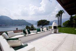 Il portico con splendida vista sul lago di Lugano: Terrazza in stile  di DF Design