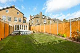 Jardines de estilo moderno por In:Style Direct