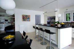 Splendida vista sul lago di Lugano: Cucina in stile in stile Moderno di DF Design