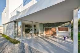 Casas Apareadas: Terrazas de estilo  por Estudio A+3