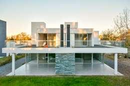 Casas Apareadas: Casas de estilo moderno por Estudio A+3