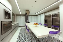 modern Kitchen by Rodrigo Maia Arquitetura + Design