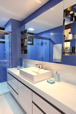 modern Bathroom by Rodrigo Maia Arquitetura + Design