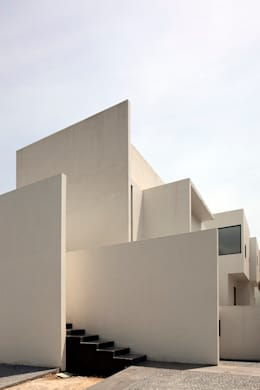 Casas de estilo minimalista por Lucio Muniain et al