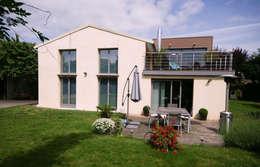 Extension d'une maison à Colombes, 200m² : Maisons de style de style Moderne par ATELIER FB