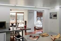 Réfection complète d'une maison à Colombes + extension, 170m² : Cuisine de style de style Moderne par ATELIER FB