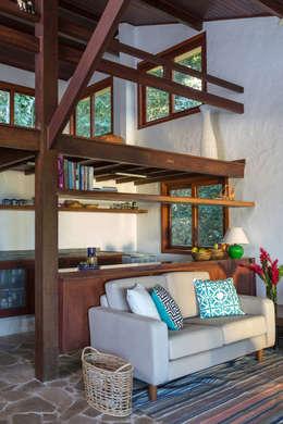 Salas de estilo rústico por Lucia Manzano