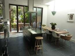 De Beauvoir Rear Kitchen Extension: modern Kitchen by Gullaksen Architects