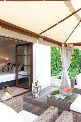 Dom pod Konstancinem: styl , w kategorii Taras zaprojektowany przez Chałupko Design