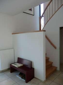 Corridor & hallway by waldorfplan architekten