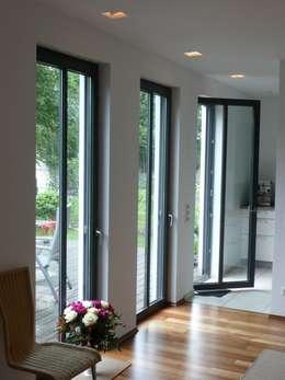 minimalistic Living room by waldorfplan architekten