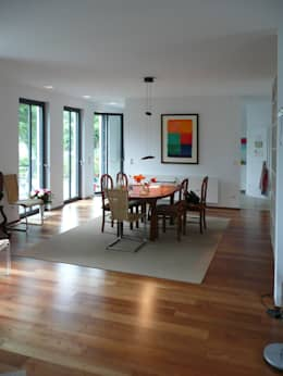minimalistic Dining room by waldorfplan architekten