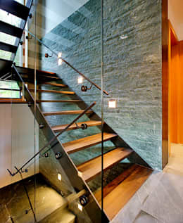 Pasillos y recibidores de estilo  por pedit&partner architekten