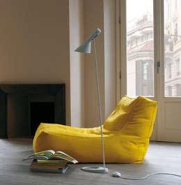 Salas de estilo moderno por VERZELLONI