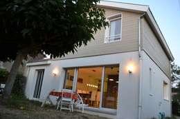 Façade coté Jardin: Maisons de style de style Moderne par In Déco