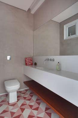 Cobertura Almirante Guillobel: Banheiros modernos por Cerejeira Agência de Arquitetura