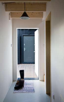 Korytarz w budynku sypialnym: styl , w kategorii Korytarz, przedpokój zaprojektowany przez Magdalena Zawada