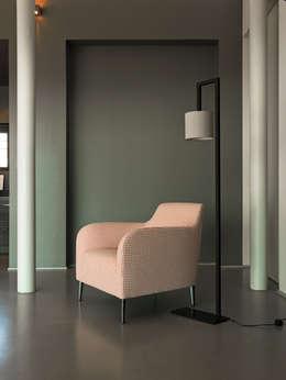 minimalistische Woonkamer door VERZELLONI