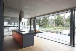 modern Kitchen by CONIX RDBM Architects