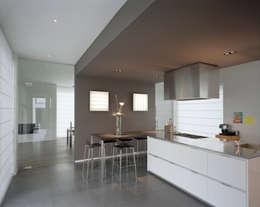 House TE: Cuisine de style de style Moderne par CONIX RDBM Architects