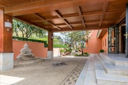 Casas de estilo topical por Hansen Properties