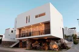 Projekty, minimalistyczne Domy zaprojektowane przez JF ARQUITECTOS