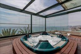 Spa de estilo tropical por Hansen Properties