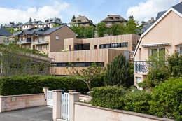 Projekty, minimalistyczne Domy zaprojektowane przez Hugues TOURNIER Architecte