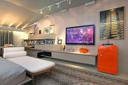 modern Bedroom by Rodrigo Maia Arquitetura + Design