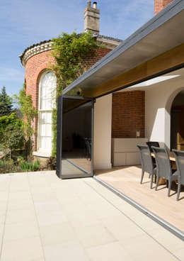 Casas de estilo clásico por Hudson Architects