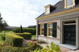 Jardines de estilo rural por Mocking Hoveniers