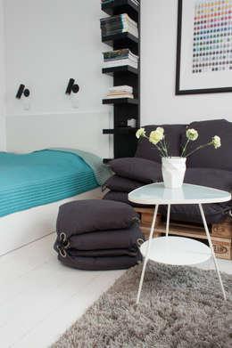 Kawalerka w Poznaniu: styl , w kategorii Sypialnia zaprojektowany przez Kraupe Studio