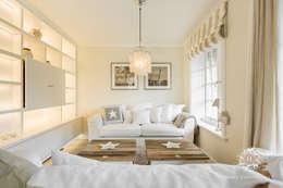 Salas / recibidores de estilo rural por Home Staging Sylt GmbH