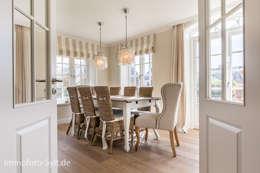 Sala da pranzo in stile In stile Country di Immofoto-Sylt