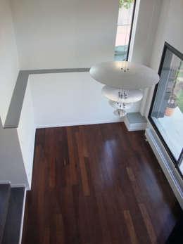 Modification de Façade - rénovation - création d'un niveau: Salon de style de style Moderne par Clemence de Mierry Grangé